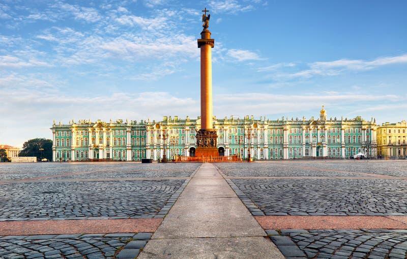 冬宫-偏僻寺院在圣彼德堡,俄罗斯 免版税库存照片