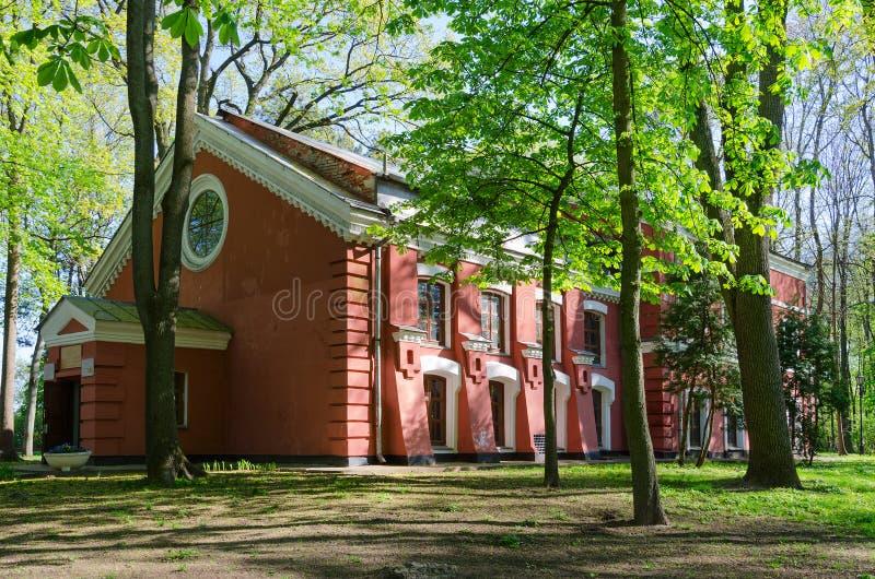 冬景花园的大厦,戈梅利,白俄罗斯 免版税库存图片
