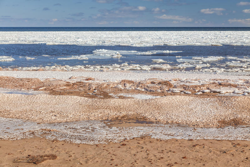 冰冷的海滩 免版税库存图片