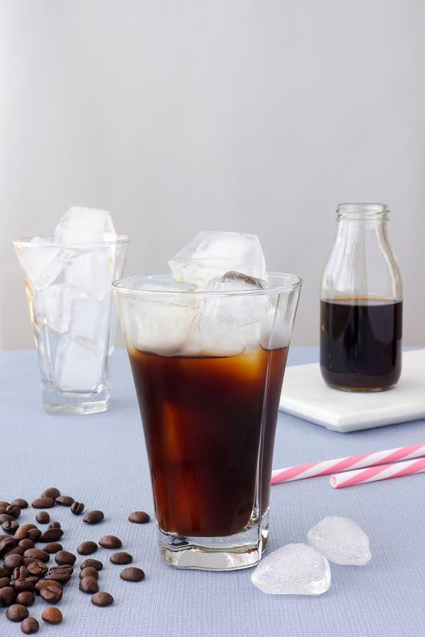 冰冻咖啡、咖啡豆和冰块的构成 库存图片