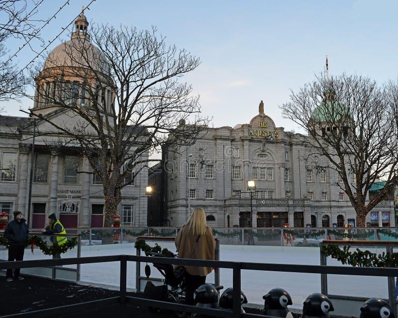 滑冰场:阿伯丁圣诞节村庄 免版税库存图片