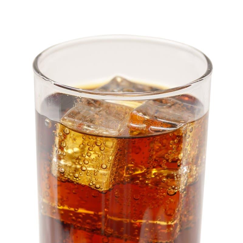 冰块wuth在杯起泡可乐 免版税库存照片