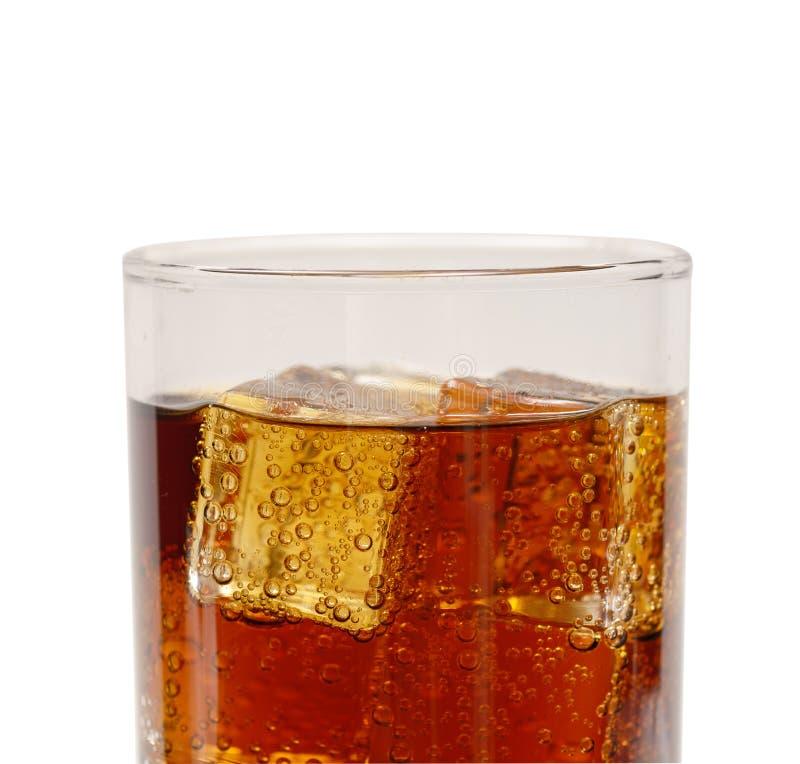 冰块wuth在杯起泡可乐 库存照片