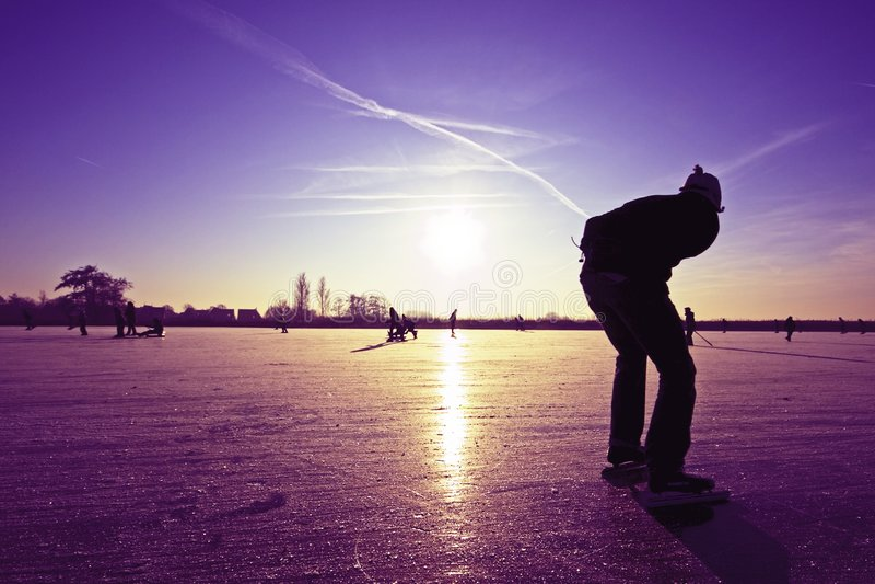 冰孤独的溜冰者 免版税库存图片