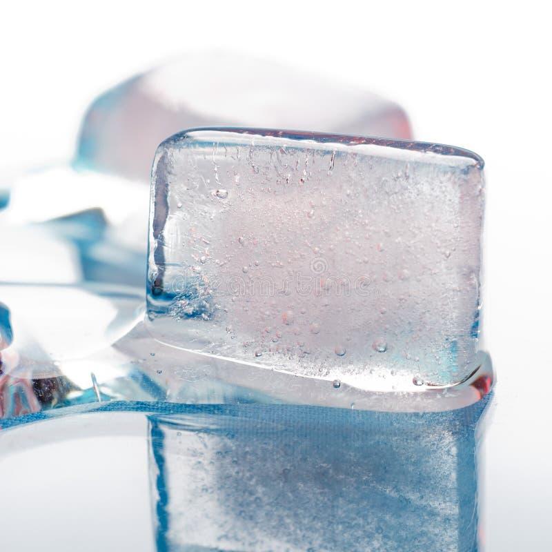 冰宏观熔化的部分射击 免版税库存照片