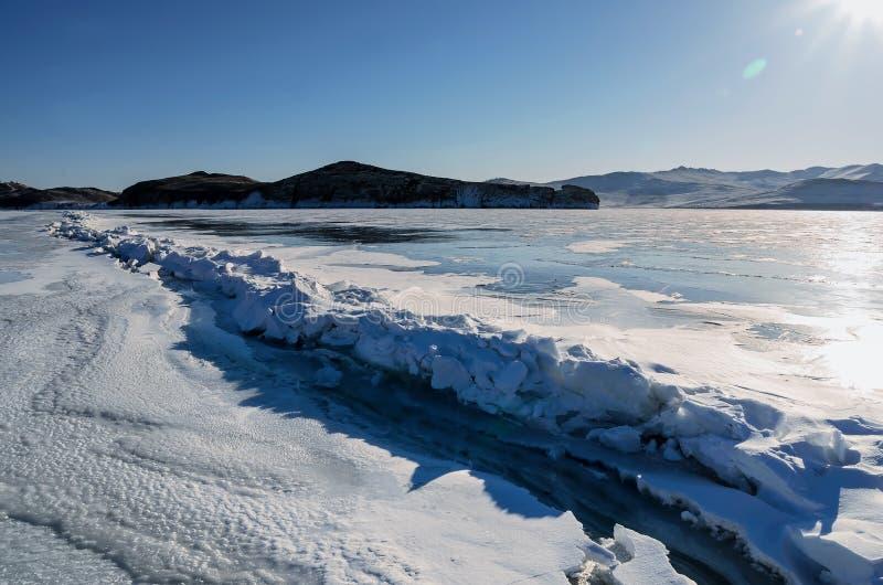 冰小丘的领域冻贝加尔湖的 俄国 图库摄影