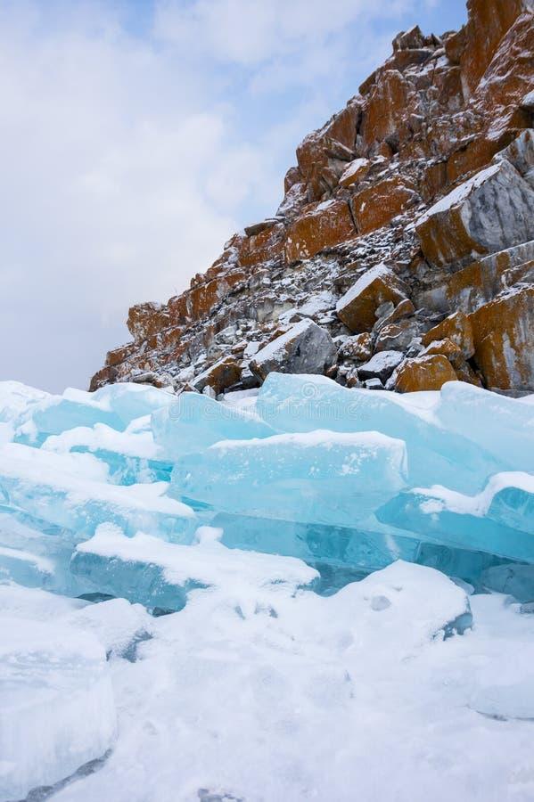 冰小丘看法贝加尔湖的 库存图片