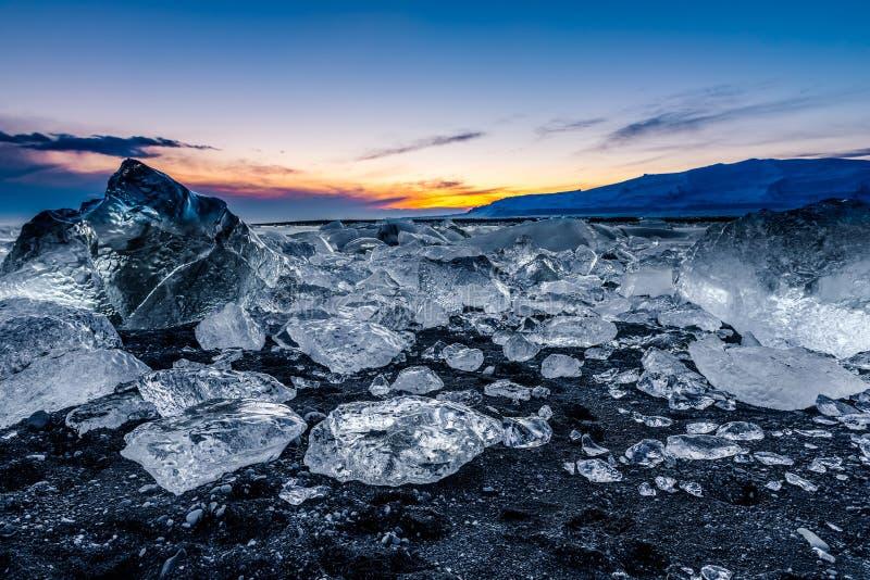 冰山在冰盐水湖- Jokulsarlon,冰岛 库存图片
