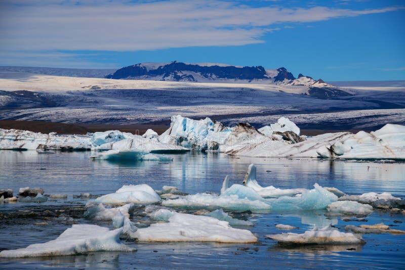 冰山在Jokulsarlon冰川盐水湖 Vatnajokull国家公园,冰岛夏天 库存图片