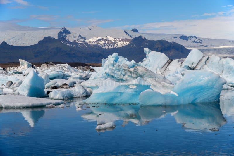冰山在Jokulsarlon冰川盐水湖 Vatnajokull国家公园,冰岛夏天 免版税库存图片