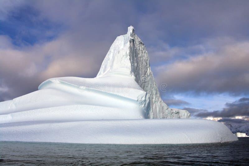 冰山在Scoresbysund -格陵兰 免版税库存图片