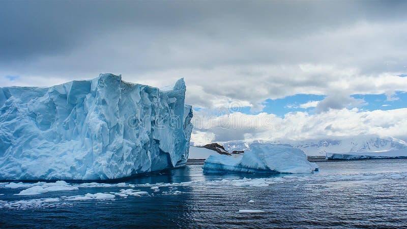 冰山美丽的景色在南极洲 库存照片