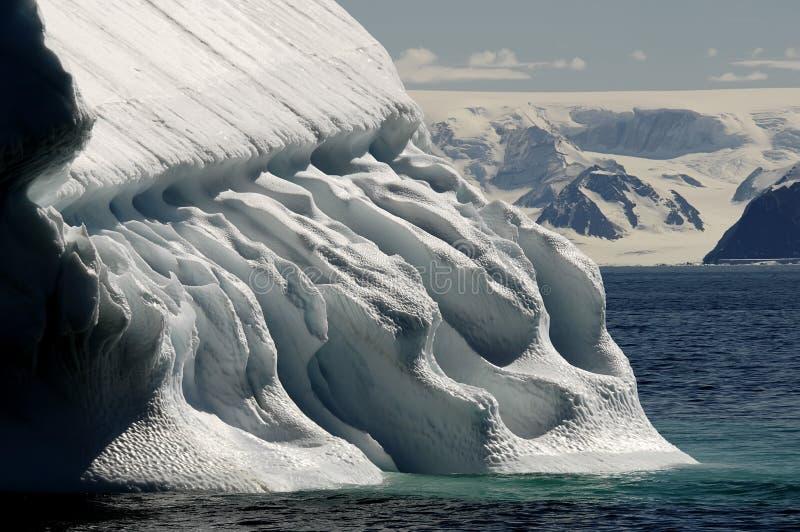 冰山起了波纹 库存图片