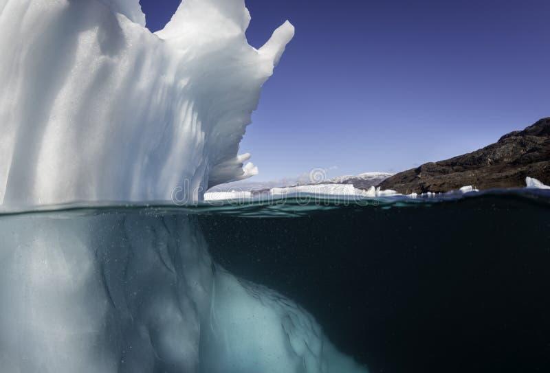 冰山水下的视图 免版税库存图片