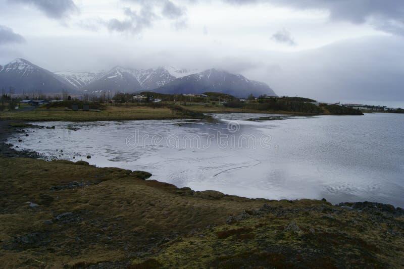 冰岛山和海洋 免版税库存图片