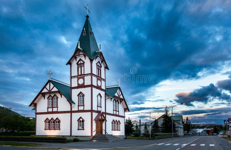 冰岛教会在Husavik小的镇  免版税库存照片