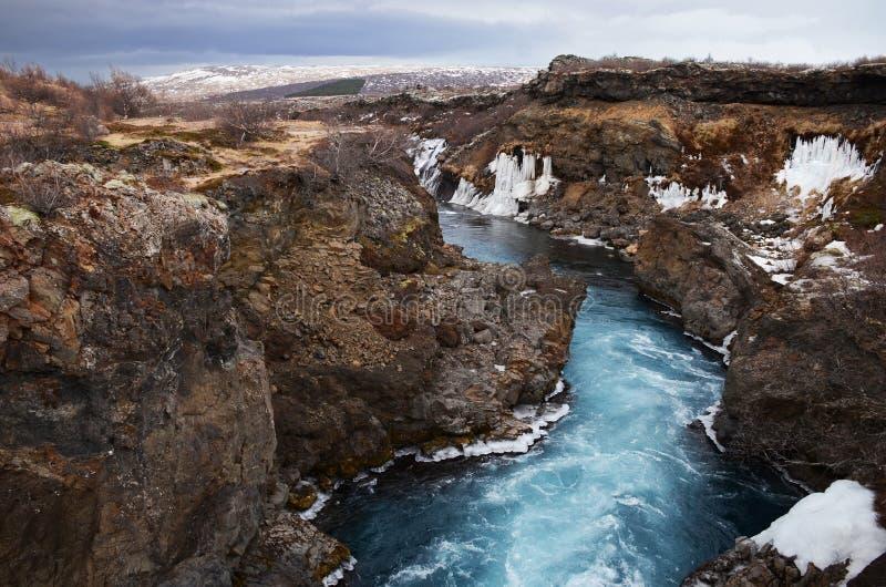 冰岛的冰河河从大海的在熔岩荒野中 图库摄影