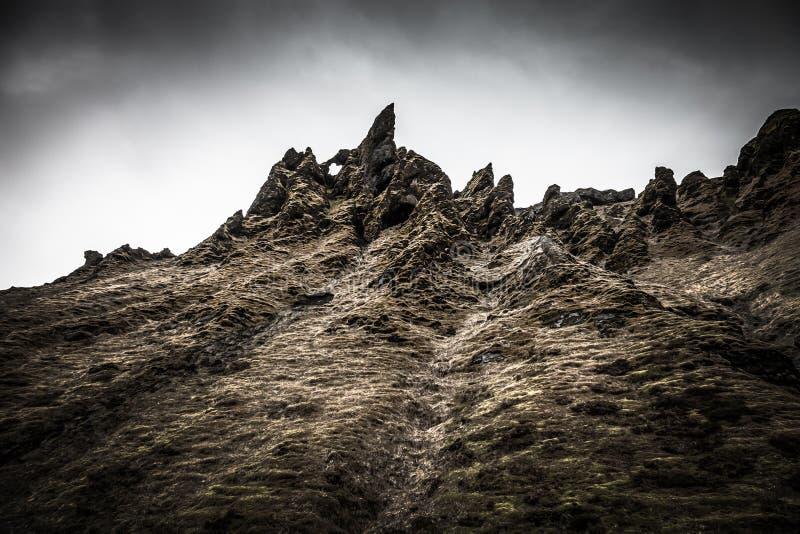 冰岛的石岩石沙漠风景 o 库存照片