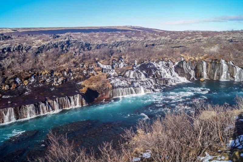 冰岛的美丽的Hraunfossar瀑布 免版税图库摄影