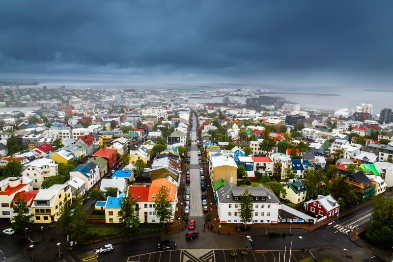 冰岛首都全景、街道和五颜六色的resedential bui 免版税库存图片
