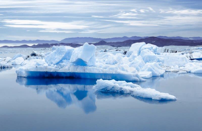 冰岛, Jokulsarlon盐水湖,冰岛冰川盐水湖海湾的美好的风景图片 免版税库存照片
