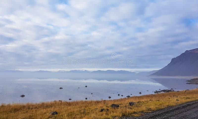 冰岛-有薄雾的海湾 库存照片