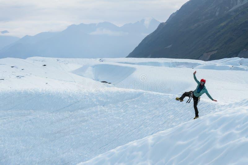 冰川在起重吊钩的指南跳舞在一条腿 图库摄影
