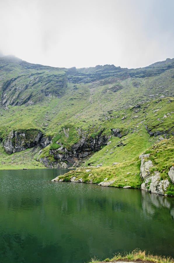 冰川湖叫在Transfagarasan的Balea Balea紫胶 免版税库存图片
