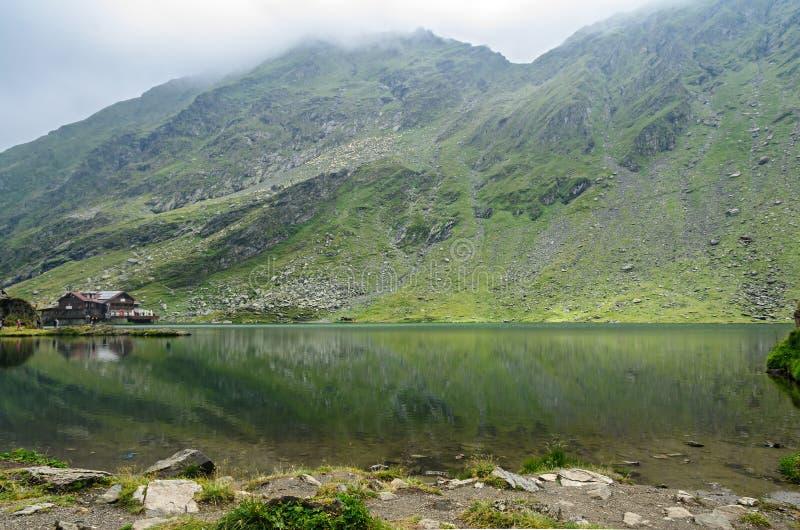 冰川湖叫在Transfagarasan的Balea Balea紫胶 库存照片