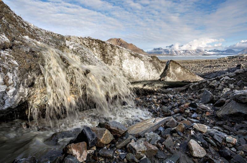 冰川熔化的-全球性变暖-北极,卑尔根群岛 库存图片