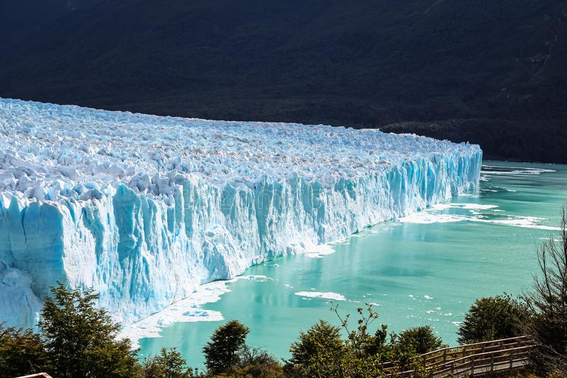冰川莫雷诺国家公园,阿根廷的令人惊讶的高看法在巴塔哥尼亚的 免版税库存照片