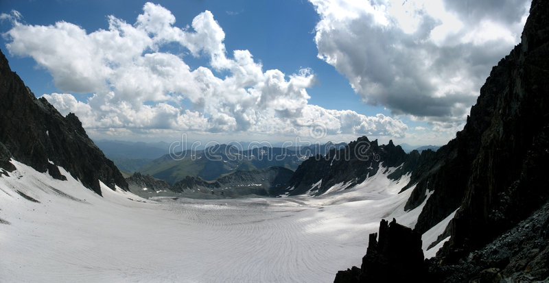 冰川kapchalskiy全景 免版税库存图片