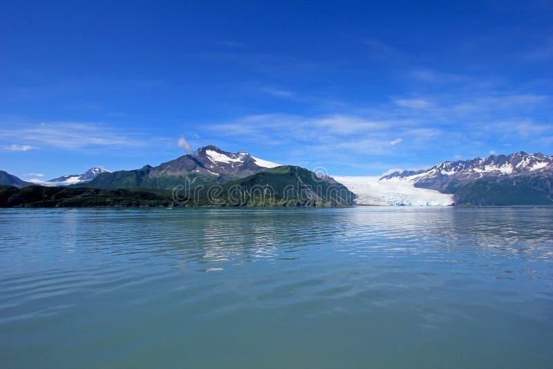 冰河流程在Kenai海湾, Aialik冰川什么是巨大的哈丁冰原的一部分,阿拉斯加 免版税图库摄影