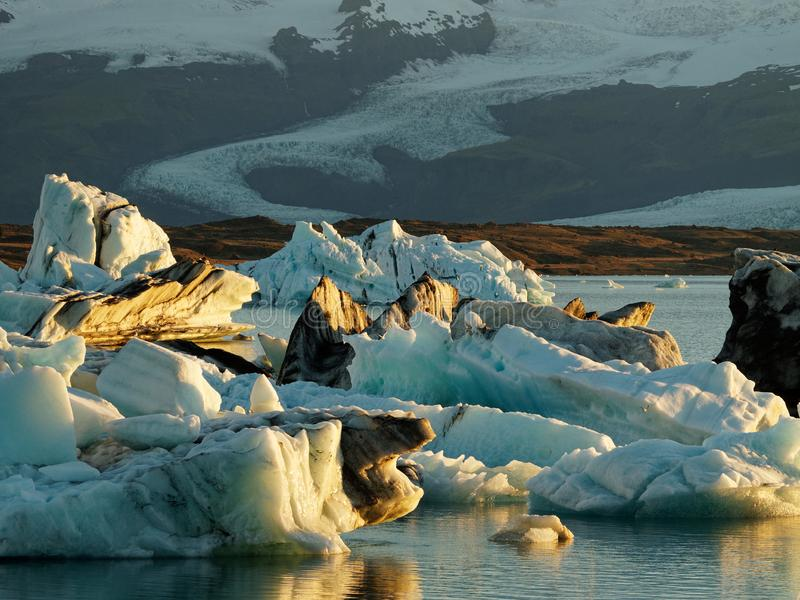 冰河湖冰山在冰川盐水湖 免版税库存图片