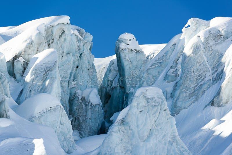 冰河裂隙和冰结构 免版税图库摄影