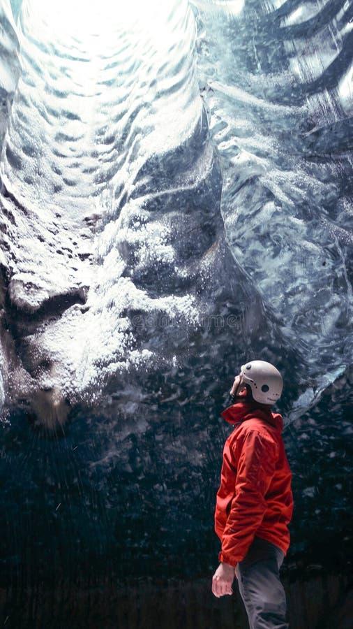 冰洞'水晶洞'在霍夫县附近的Vatnajökull冰川在冰岛 库存图片