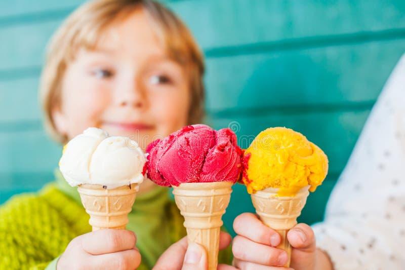 冰淇凌三个玉米  库存图片