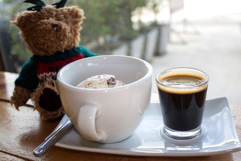冰淇凌用冰冻咖啡 免版税库存图片