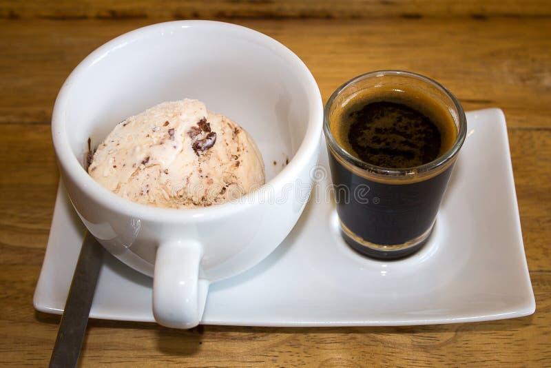 冰淇凌用冰冻咖啡 图库摄影