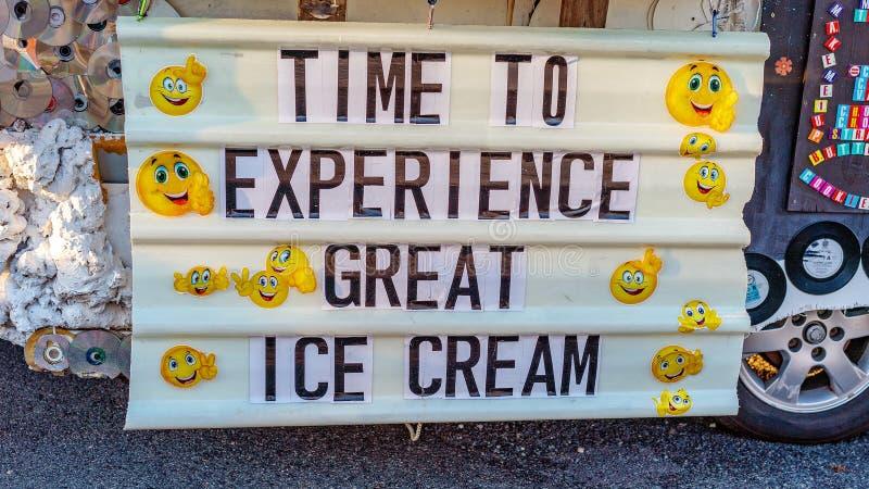 冰淇淋待售标志流动供营商 图库摄影
