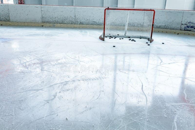 冰球滑冰场和空的网 免版税图库摄影