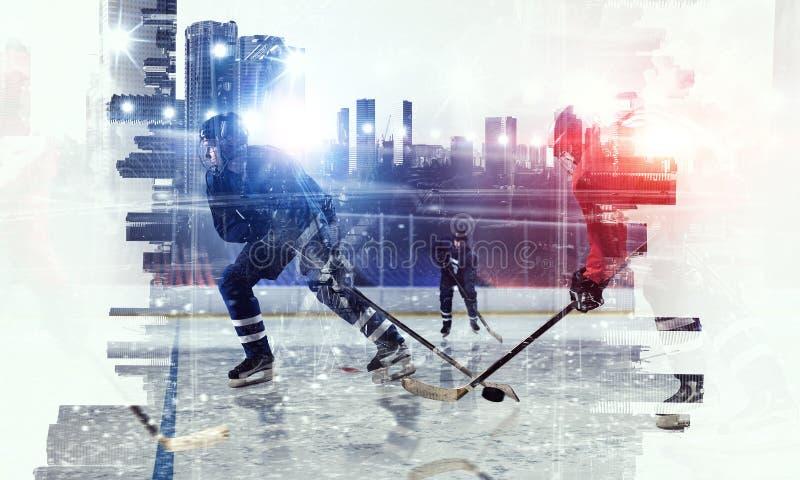 冰的曲棍球运动员 混合画法 库存照片