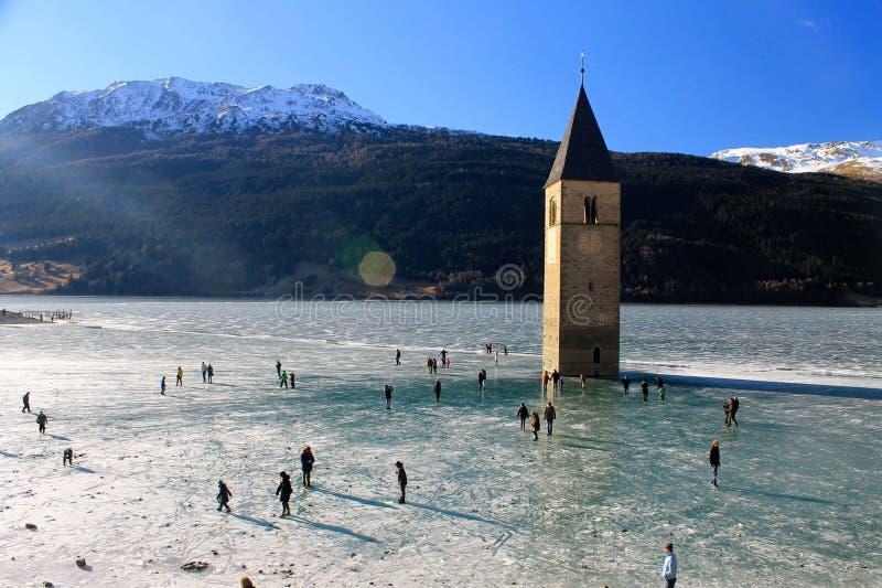 结冰的Reschensee 免版税库存图片