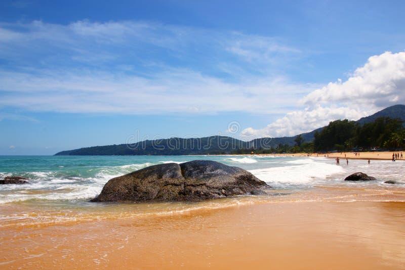 冰砾、海浪和天空蔚蓝在海,Karon沙滩,泰国 库存照片