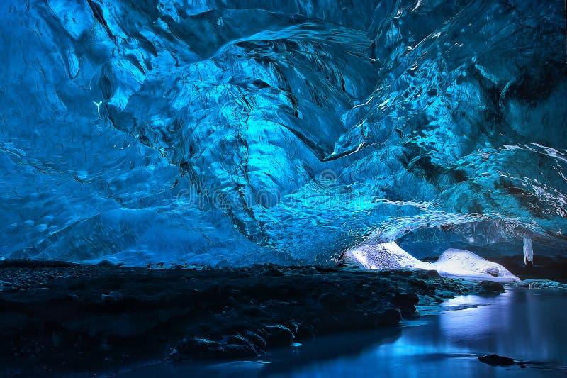 冰洞 库存图片