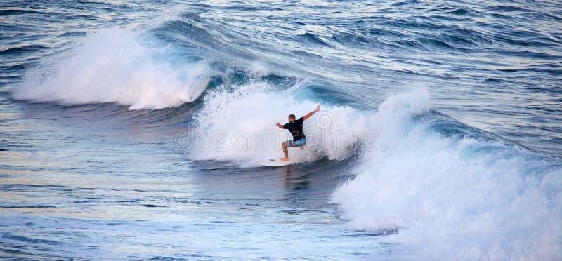 冲浪在Ho ` okipa 免版税图库摄影