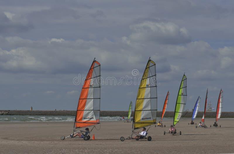 冲浪在IJmuiden的海滩 免版税库存照片