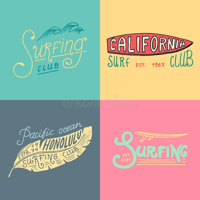冲浪徽章和波浪、棕榈树和海洋 背景减速火箭的葡萄酒 热带和加利福尼亚,冲浪板,在的夏天 库存例证