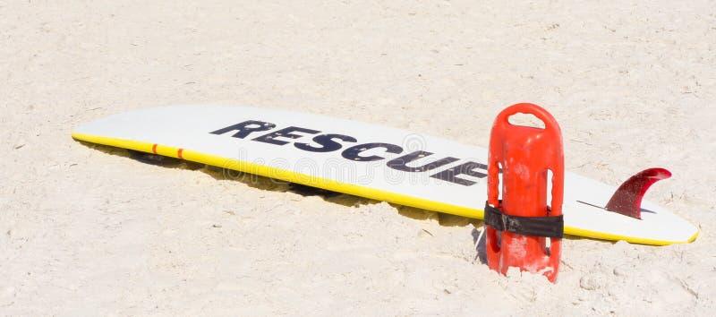 冲浪板和救生员设备 库存照片