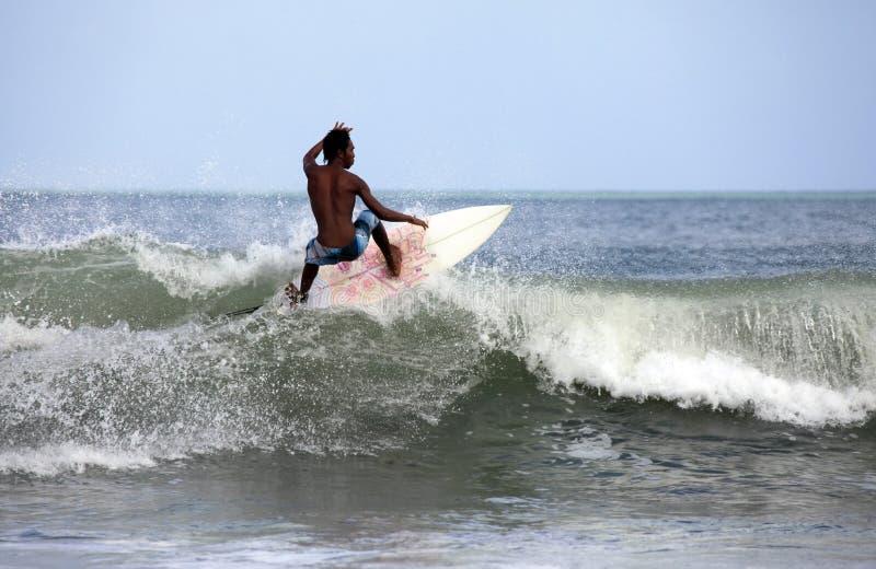 冲浪者在海洋 免版税库存图片